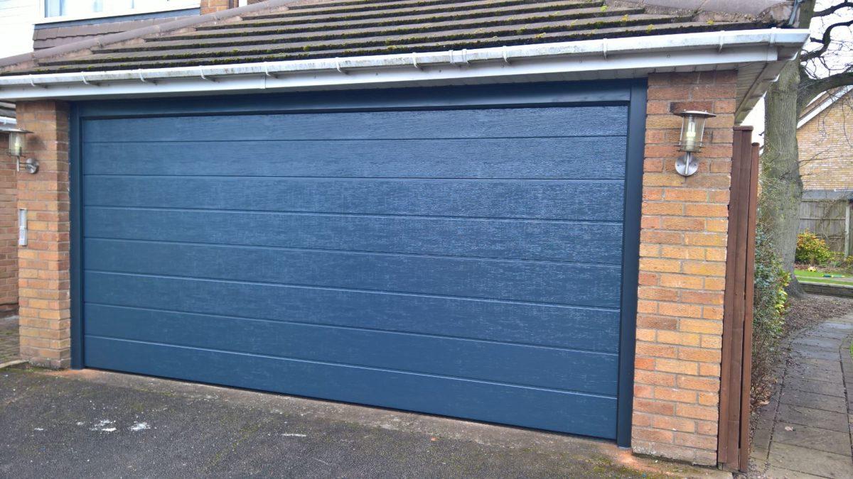 How to Hire the Best Garage Door Contractor for Your Faulty Garage Door