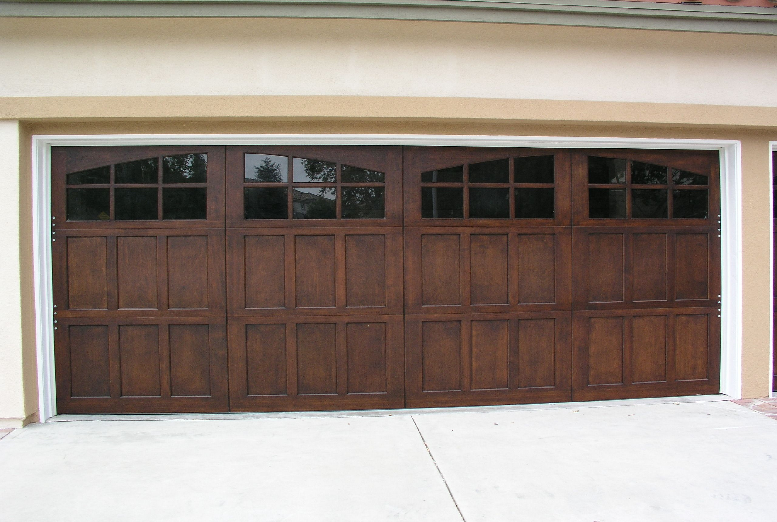 2 Best Material Choices for Your Garage Door