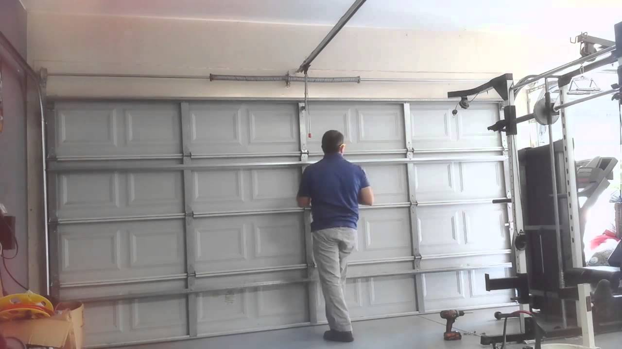 Advantages of Working with a Professional Garage Door Repair Contractor